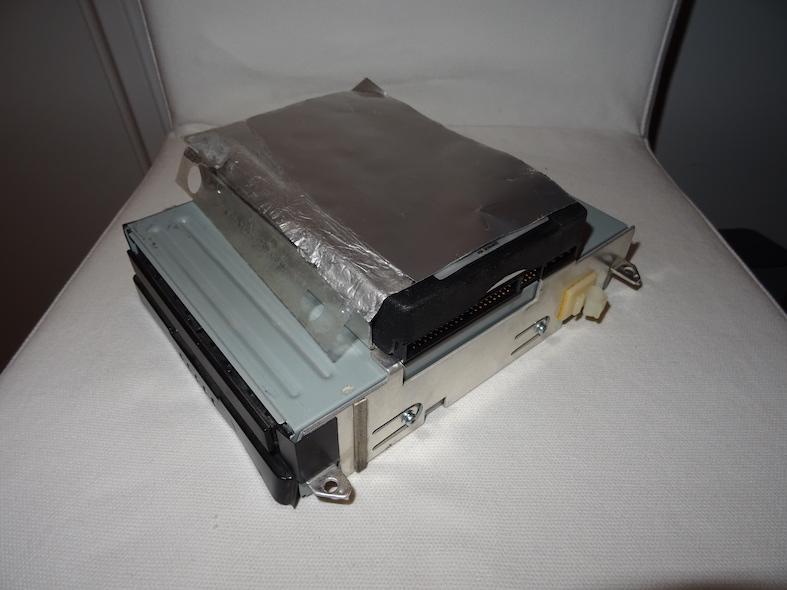 Chassis ATA : Assemblé, mais le cache HDD ne tient pas